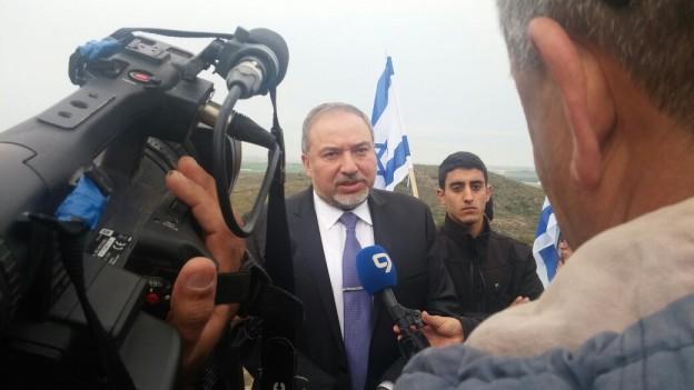 שר החוץ בגבעת קובי 2